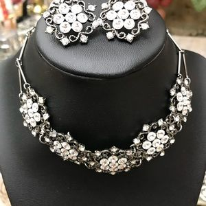 Glam choker vintage look with matching earrings